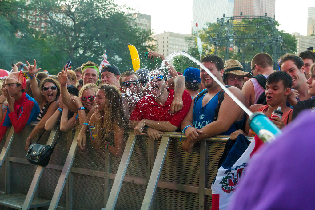. The staff at the Perry\'s stage employed various unorthodox methods of keeping the audience hydrated, including various types of squirt guns.