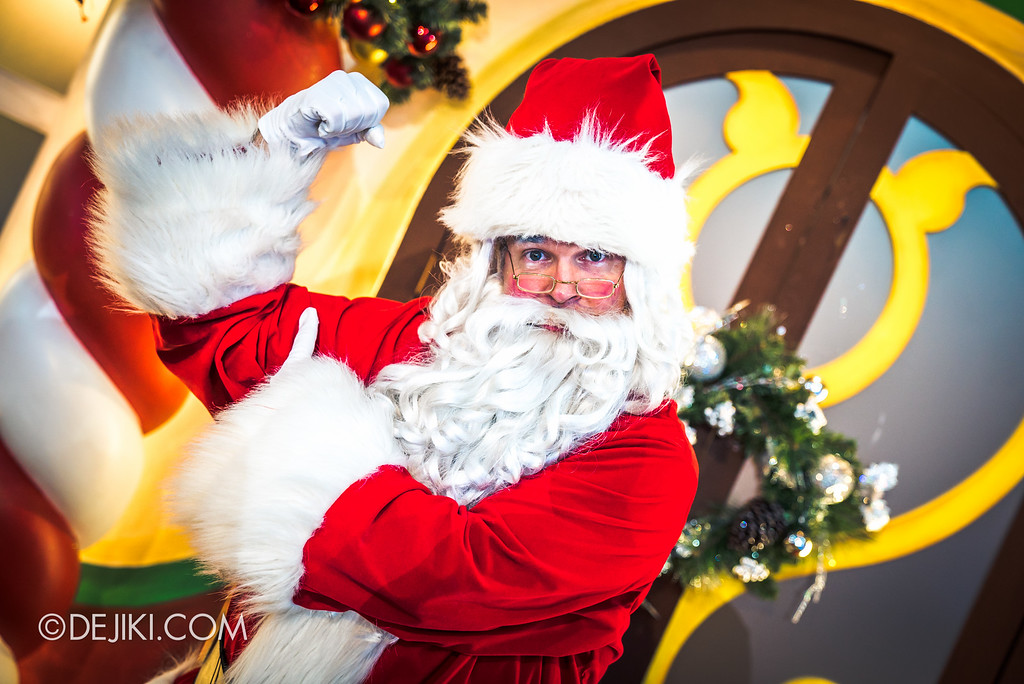 Universal Studios Singapore December Park Update - Santa's All Star Christmas 2016 / Santa's Village - Santa poses