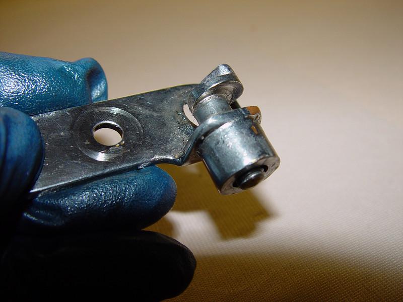 Manual valve lifter assembly