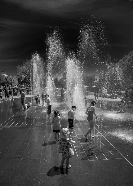 Fountain and Kids.jpg