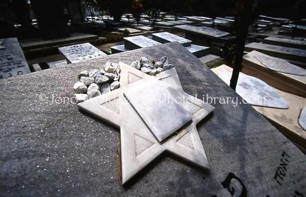 COLOMBIA, Barranquilla. Cementerio Hebreo Ashkenazi. (2005)