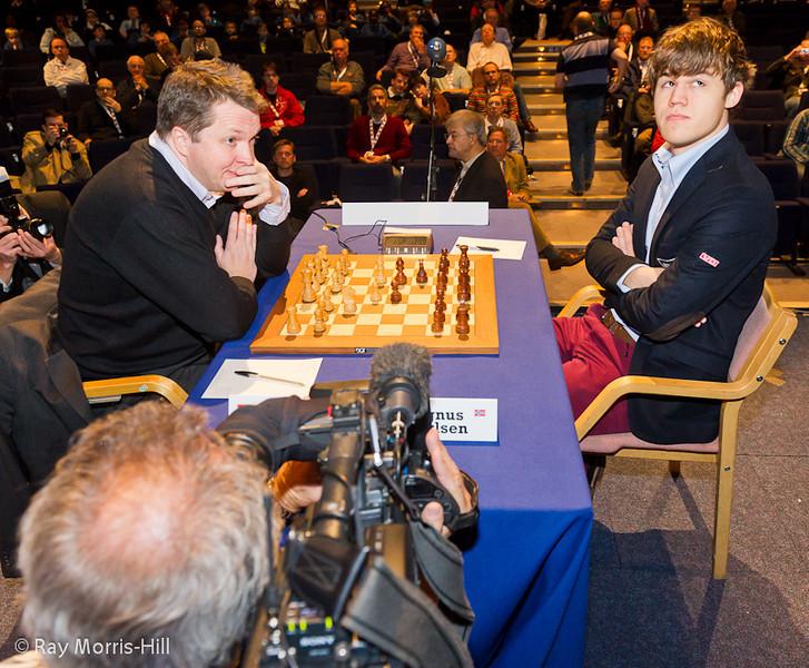 Magnus Carlsen cannot escape the media in his last round game against Nigel Short