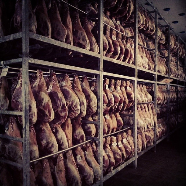 While_the_last_photo_from_Espu_a_serrano_ham_showed_the_advance_in_technology_in_jam_n_production_the_rest_of_the_curing_process_is_pretty_traditional._Jam_n_sits_in_salt_for_one_week_then_a_saltsugar_mixture_for_18_days_then_is_hung_to_dry.__There_w.jpg