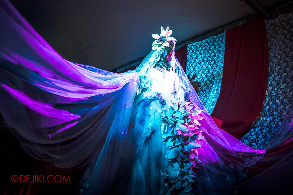 Halloween Horror Nights 6 - Bodies of Work / The wedding gown