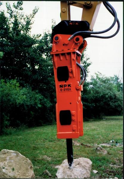 NPK E210A hydraulic hammer with QA20 quick attach 06-25-99 (3).JPG