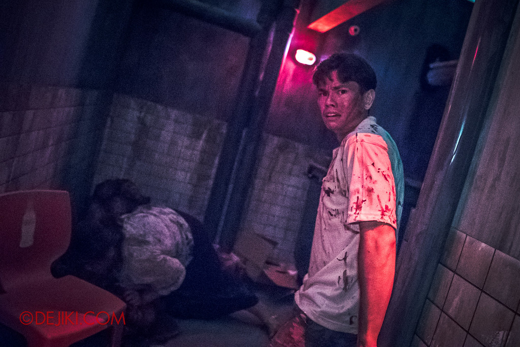 Halloween Horror Nights 6 - Hawker Centre Massacre / Man in the garbage area asking for help