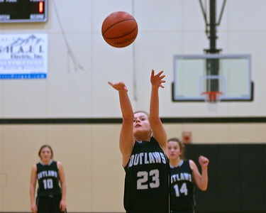 Outlaw Girls Basketball vs Henley in Sisters Tournament 12-29-15