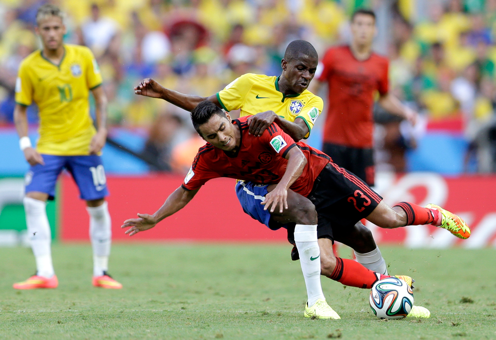 . Mexico\'s Jose Juan Vazquez, front, is challenged by Brazil\'s Ramires during the group A World Cup soccer match between Brazil and Mexico at the Arena Castelao in Fortaleza, Brazil, Tuesday, June 17, 2014. (AP Photo/Andre Penner)