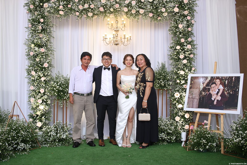 Vy-Cuong-wedding-instant-print-photo-booth-in-Bien-Hoa-Chup-hinh-lay-lien-Tiec-cuoi-tai-Bien-Hoa-WefieBox-Photobooth-Vietnam-134.jpg