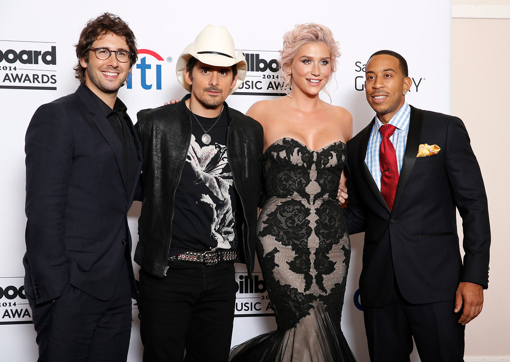 . Josh Groban, from left, Brad Paisley, Ke$ha and Ludacris pose in the press room at the Billboard Music Awards at the MGM Grand Garden Arena on Sunday, May 18, 2014, in Las Vegas. (Photo by Eric Jamison/Invision/AP)