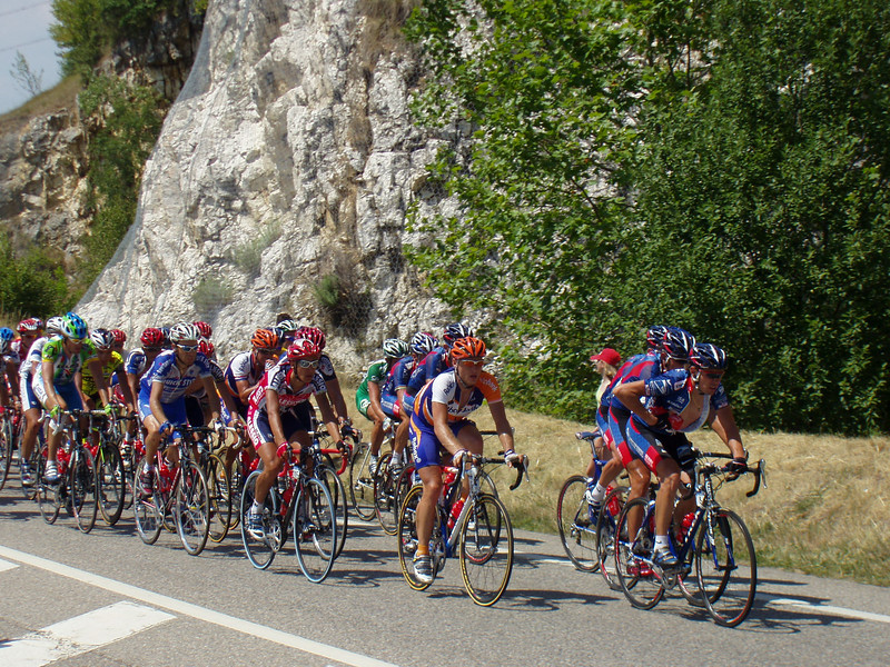 Lance Armstrong is in the middle of the photo with the mainly white Postal helmet.