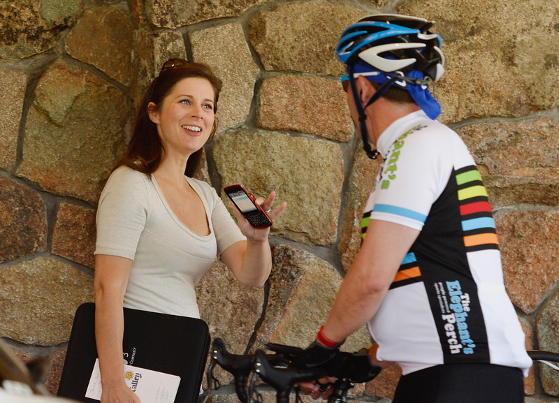 . News anchor Erin Burnett, from CNN\'s OutFront, arrives for the Allen & Co. annual conference at the Sun Valley Resort on July 9, 2013 in Sun Valley, Idaho. The resort will host corporate leaders for the 31st annual Allen & Co. media and technology conference where some of the wealthiest and most powerful executives in media, finance, politics and tech gather for weeklong meetings. Past attendees included Warren Buffett, Bill Gates and Mark Zuckerberg.  (Photo by Kevork Djansezian/Getty Images)