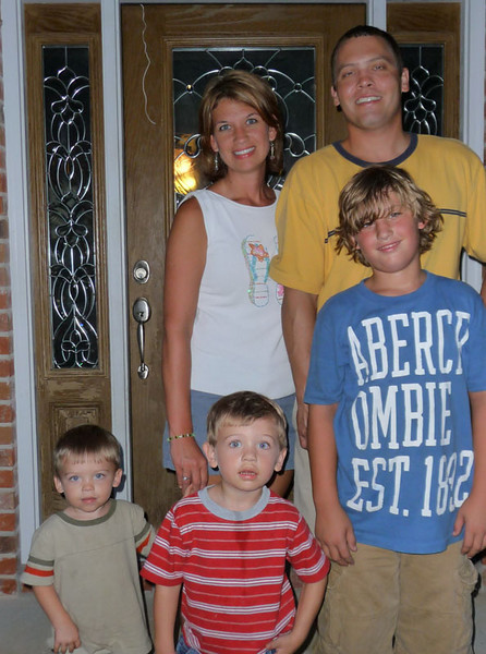 Stephen got to visit Al's boys while there.  This is the Paul and Tory Felts family.  Paul is the third oldest of five boys.