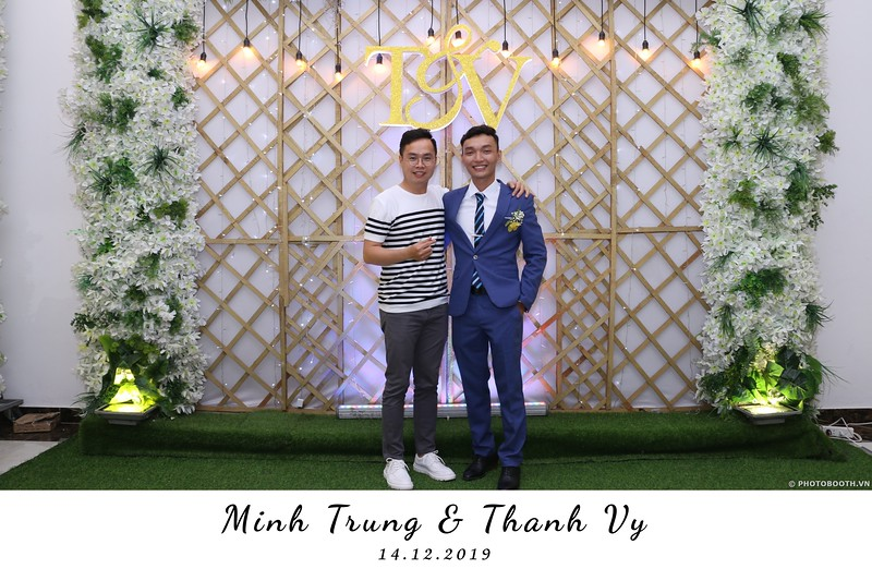 Trung-Vy-wedding-instant-print-photo-booth-Chup-anh-in-hinh-lay-lien-Tiec-cuoi-WefieBox-Photobooth-Vietnam-134.jpg