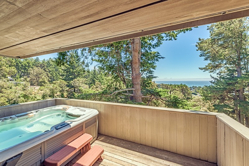 Office with Private Deck & Hot Tub