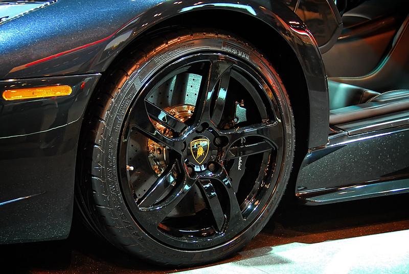 Lamborghini Wheel 01.jpg