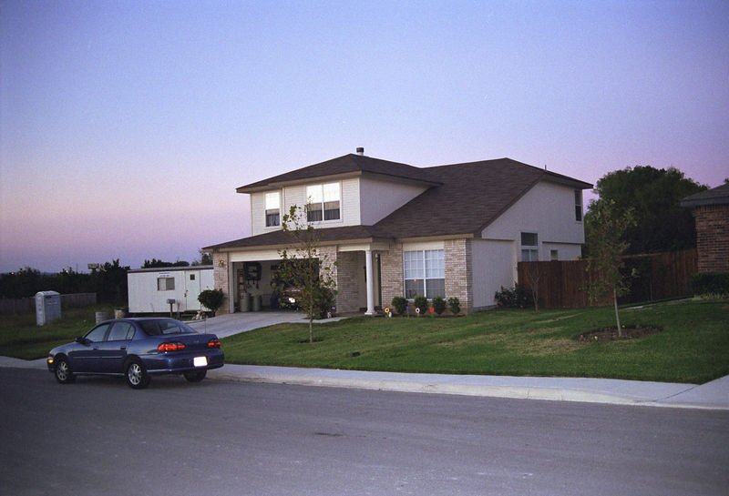 1998 11 24 - Front of Beckys house 03.jpg