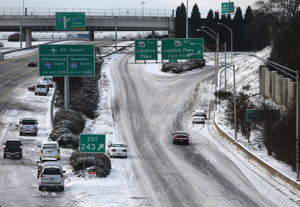 . Abandoned vehicles litter the roadway on the downtown Interstate 75-85 in the aftermath a winter storm in unprepared Atlanta, Georgia, USA, 29 January 2014. Thousands of commuters and students were unable to reach their homes in the aftermath of the storm.  EPA/BEN GRAY / ATLANTA JOURNAL CONSTITUTION