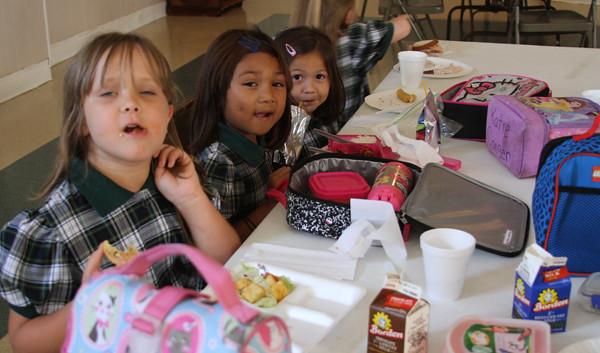 threewisegirlsincafeteria.jpg