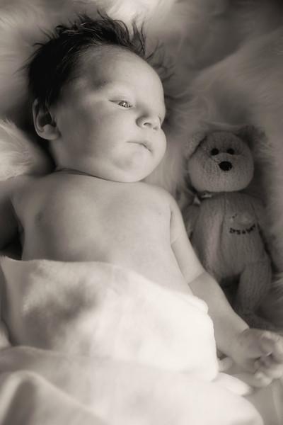 IMG_2964 Medel Newborn BW.jpg