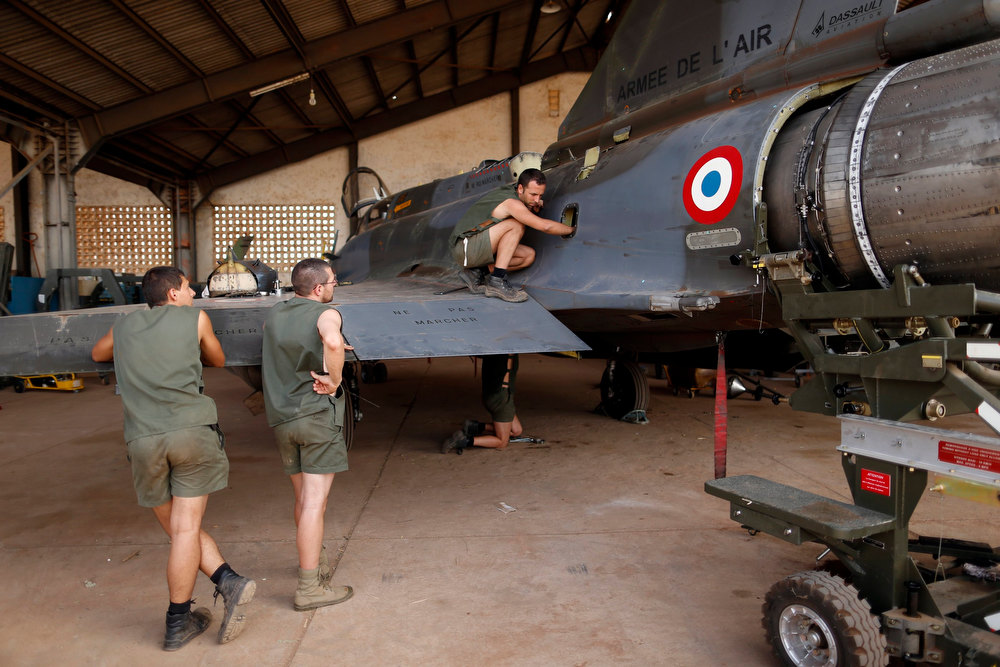 . Mechanics perform maintenance work on a Mirage 2000D in the aviation hangar at Bamako airport February 7, 2013. REUTERS/Benoit Tessier