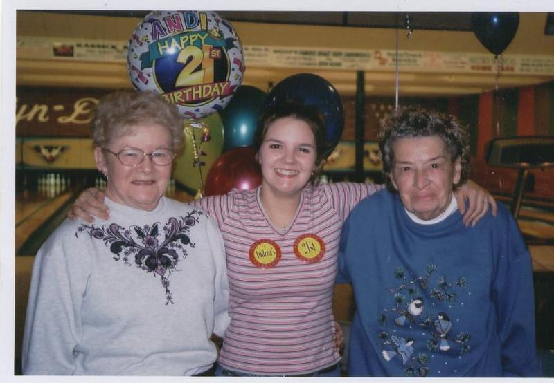 Andis_21st_Birhtday_with_Grandma_Haldy_and_Grandma_Mar.jpg