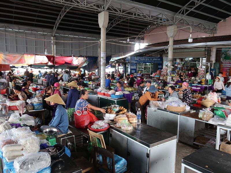 IMG_1977-dong-hoi-market.JPG