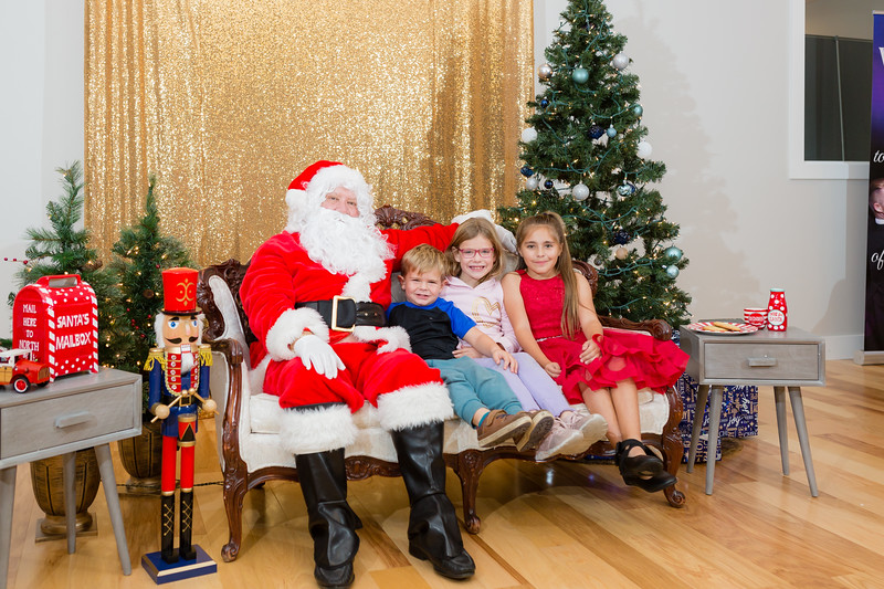 FADS Picture with Santa-317.jpg