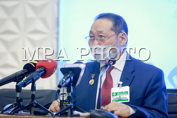 """""""Эх орны төлөө"""" аянаар цугларсан мөнгийг хандив болгож байгаа талаар Монгол Улсын Гавъяат эдийн засагч Б.Осоргарав мэдээлэл хийлээ"""