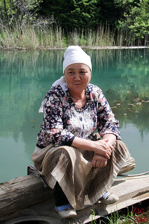 Portrait Kyrgyzstan: woman in Say Chelek NP
