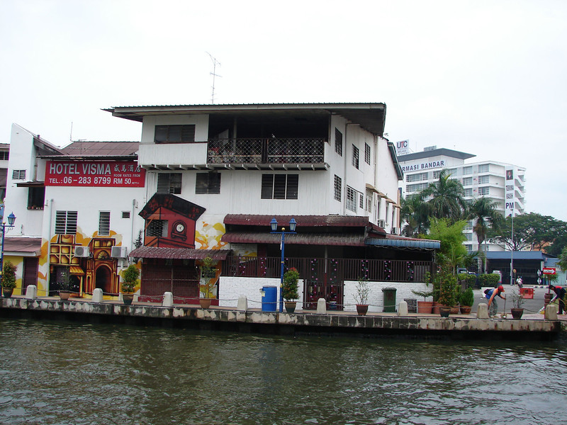 On our river walk with Historian Arhchoo in Malacca (15).JPG