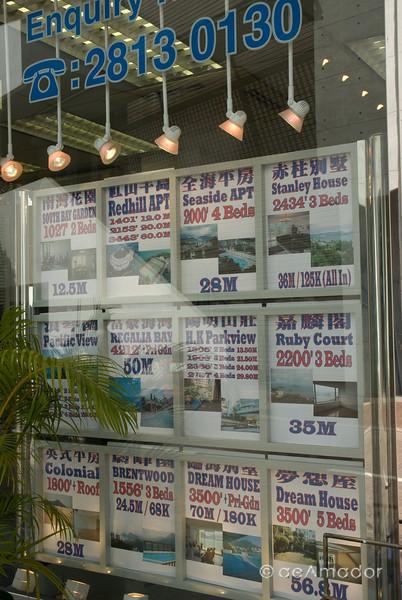 aeamador©-HK08_DSC0213. Stanley market, Hong Kong. Real Estate listings.