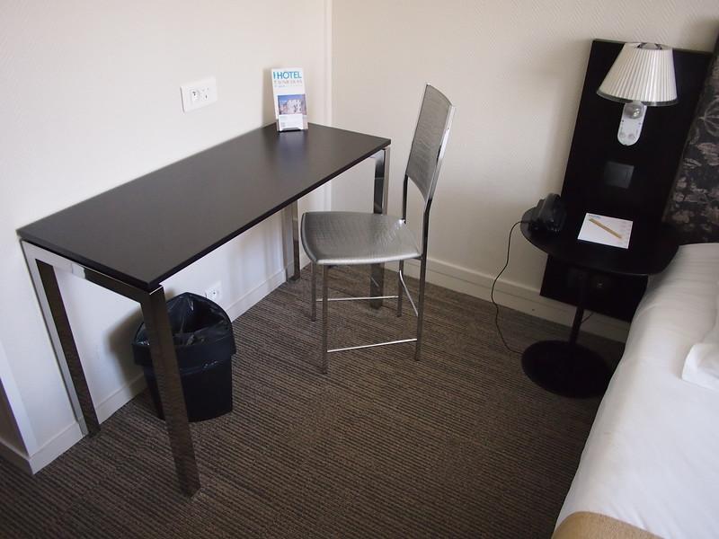 P7246055-work-desk.JPG