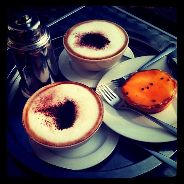 Passionfruit tart & coffee stop. Gorlitzer Park, #berlin