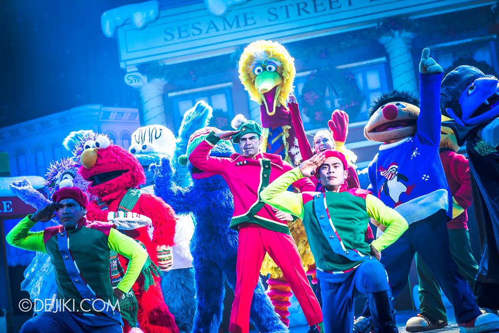 Universal Studios Singapore - Oscar's Grouchmas Show