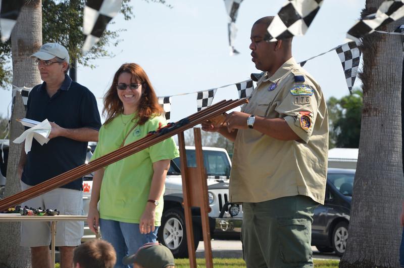 2012 01 28 pinewood derby 056.JPG
