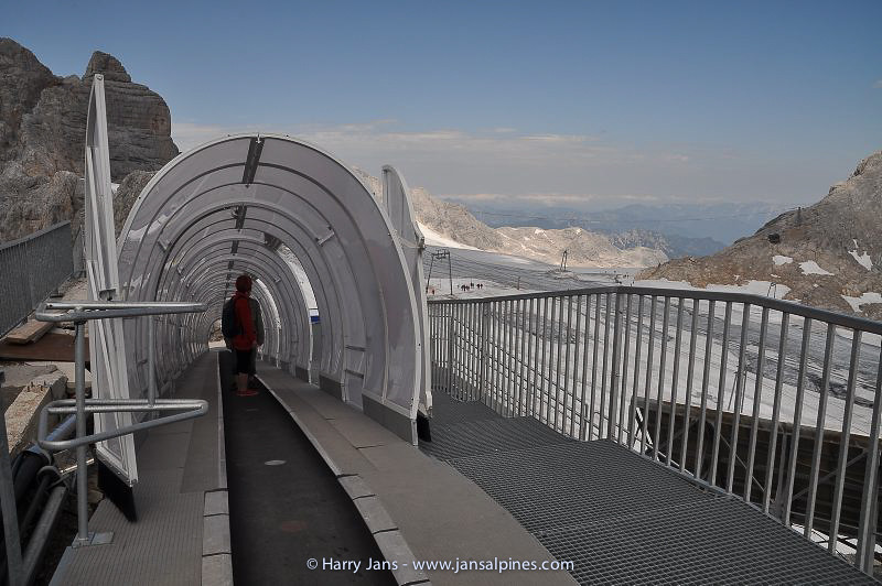 """walking floor"" on top of the Dachstein"