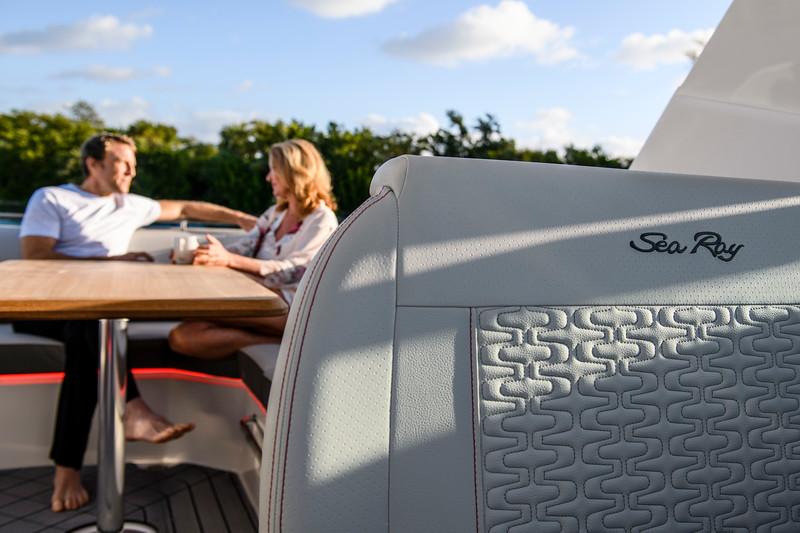2020-SLX-R-400-e-Outboard-lifestyle-26.jpg