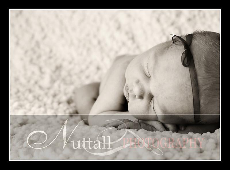 London Newborn-19bw.jpg