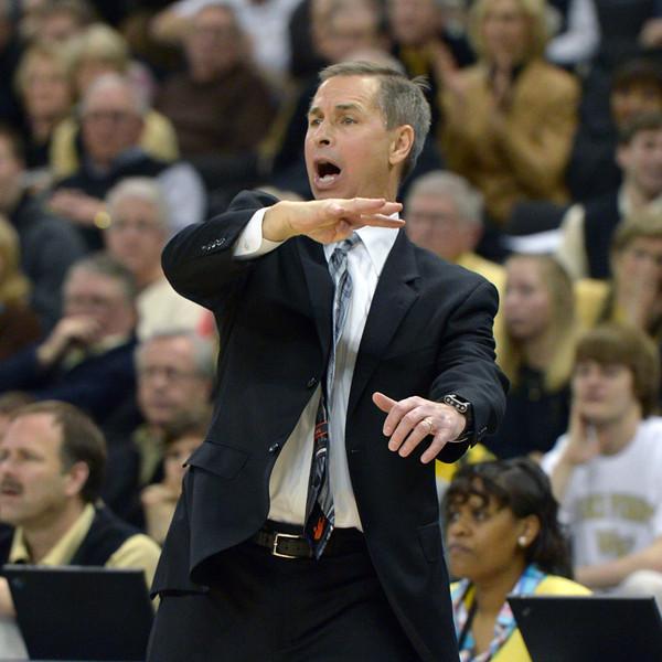 Coach Bzdelik directs offense.jpg
