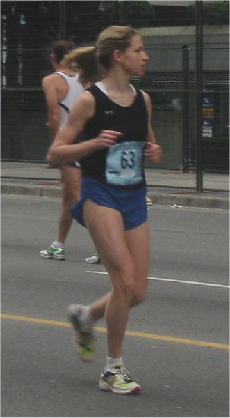 2003 Vancouver Sun Run - Stephanie warming up