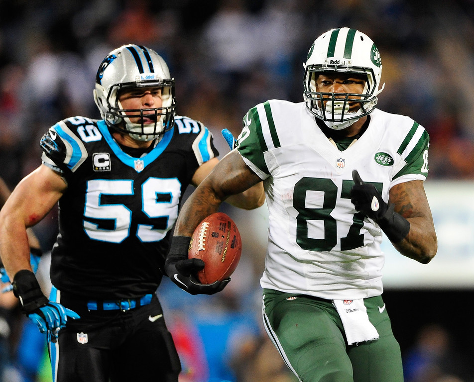 . Luke Kuechly #59 of the Carolina Panthers tracks down Jeff Cumberland #87 of the New York Jets during play at Bank of America Stadium on December 15, 2013 in Charlotte, North Carolina. The Panthers won 30-20.  (Photo by Grant Halverson/Getty Images)