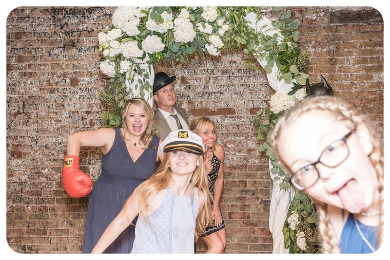 Laren&Bob-Wedding-Photobooth-160.jpg
