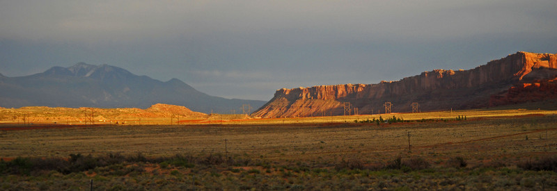 Canyonland-sun-setting-pano.jpg