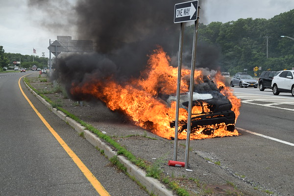 6.10.19-West Sayville FD-Car Fire-Sunrise Hwy-Exit 47