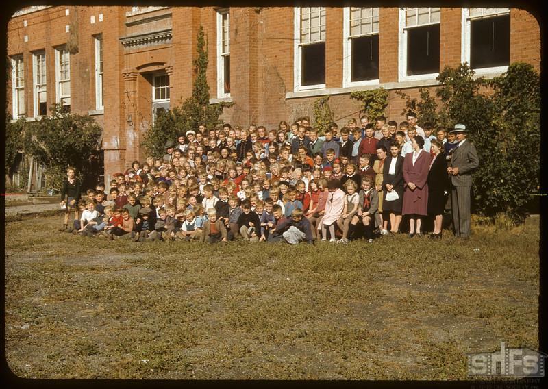 Shaunavon school students..  Shaunavon.  09/12/1941