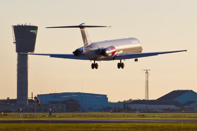 OY-KHM-MD-82-SAS-CPH-EKCH-2011-10-15-_O7F6519-DanishAviationPhoto.jpg