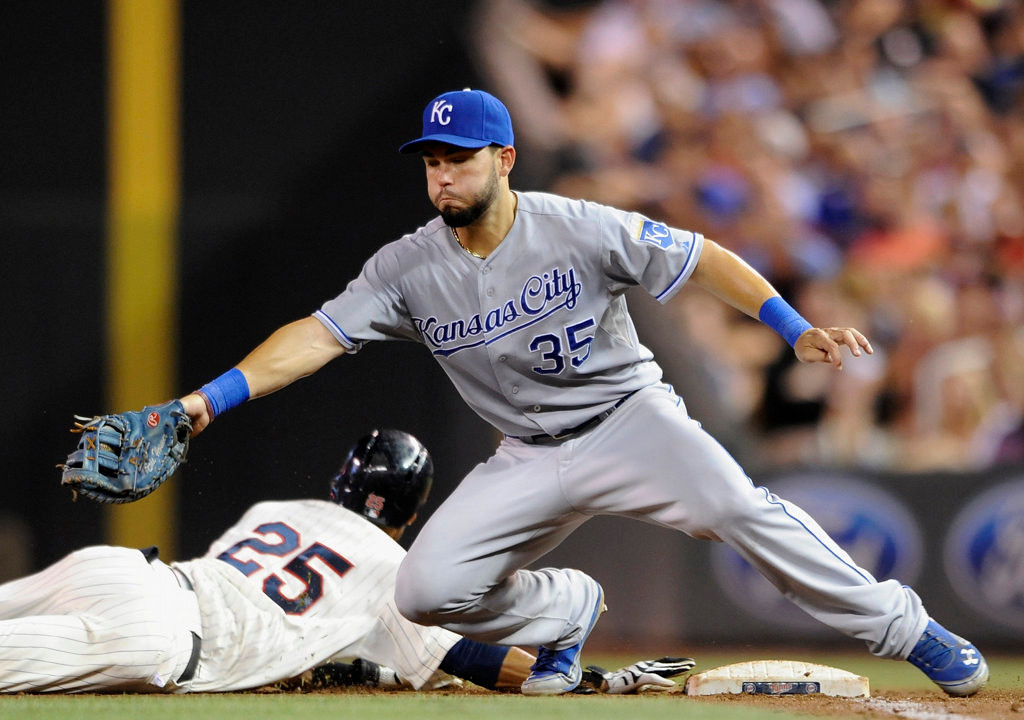 . Pedro Florimon #25 of the Minnesota Twins dives safely back to first base as Eric Hosmer #35 of the Kansas City Royals fields the ball during the sixth inning. (Photo by Hannah Foslien/Getty Images)