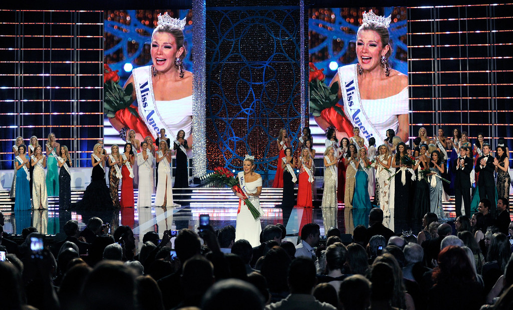 . Mallory Hytes Hagan (C), Miss New York, reacts after being crowned the new Miss America during the 2013 Miss America Pageant at PH Live at Planet Hollywood Resort & Casino on January 12, 2013 in Las Vegas, Nevada.  (Photo by David Becker/Getty Images)