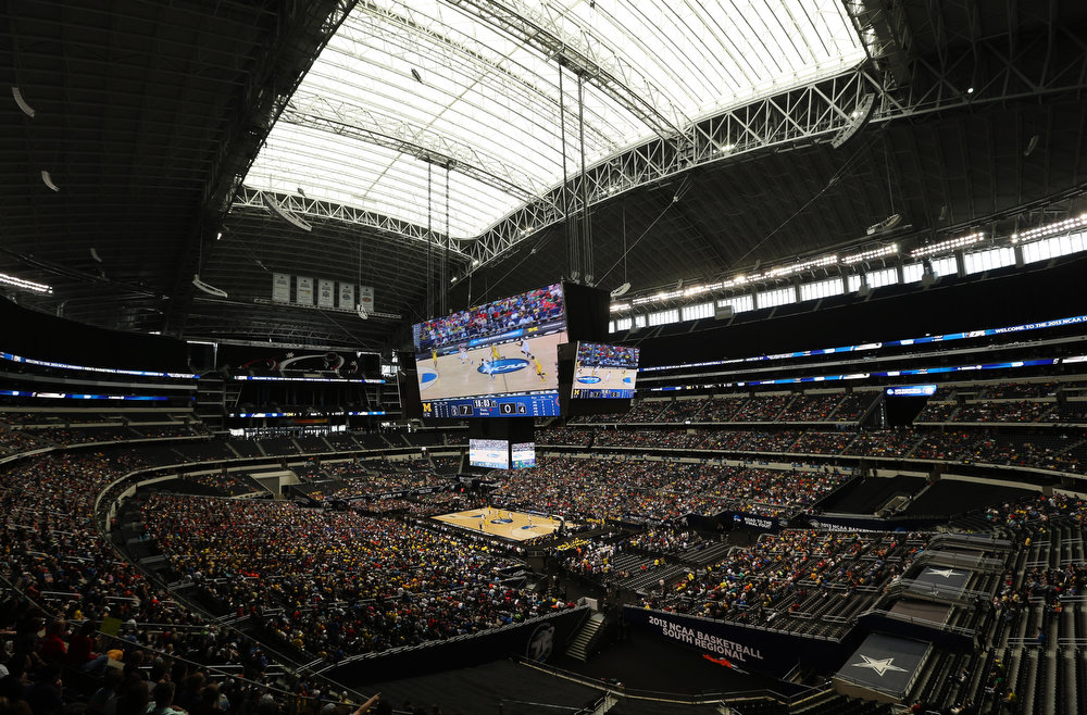 Description of . Florida and Michigan compete during the first half of a regional final game in the NCAA college basketball tournament, Sunday, March 31, 2013, in Arlington, Texas. (AP Photo/Tim Donnelly)